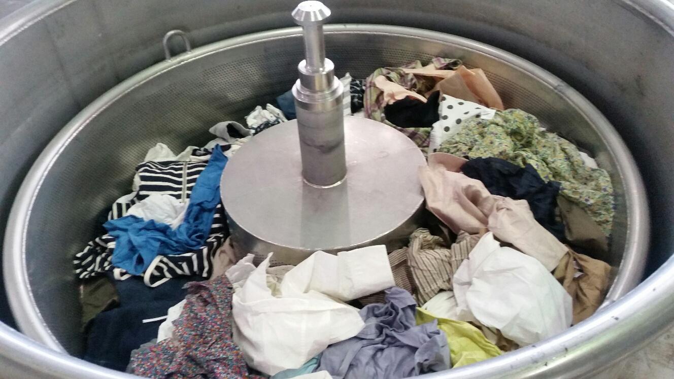 衣服を入れて綿を糖化するプロセス 今治工場