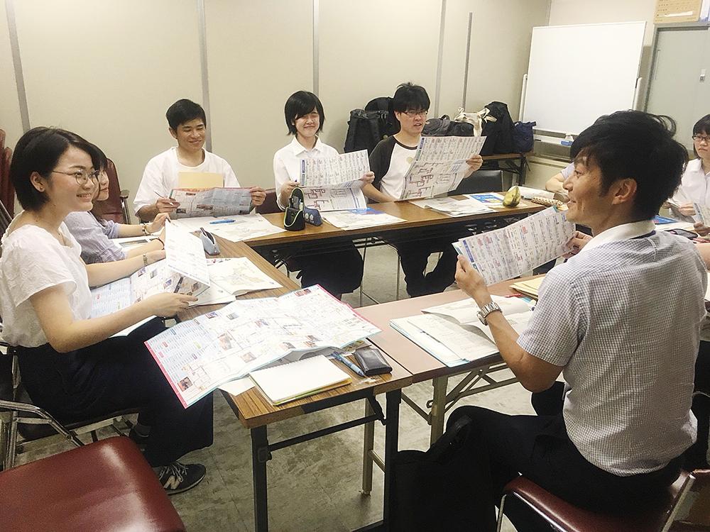 和歌山市の交通政策に関してヒアリングを行う和歌山チームの学生・生徒たち